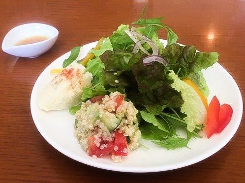 ハーベストカフェのキヌアのサラダ