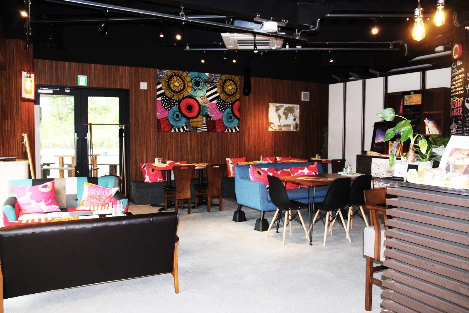 倶知安町比羅夫地区にあるセブンスターカフェの店内1階