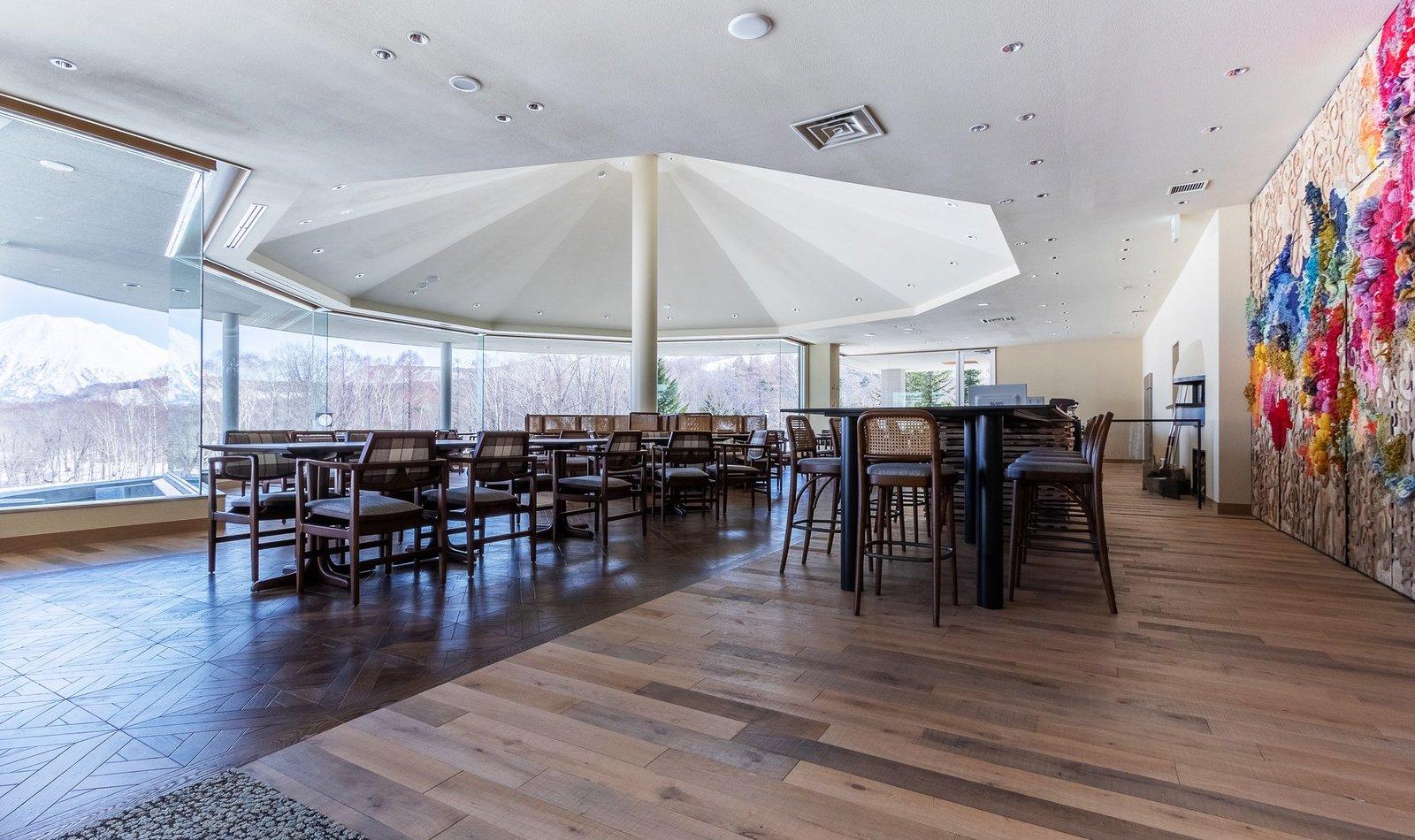 ニセコの地中海料理レストランCOENAの店内