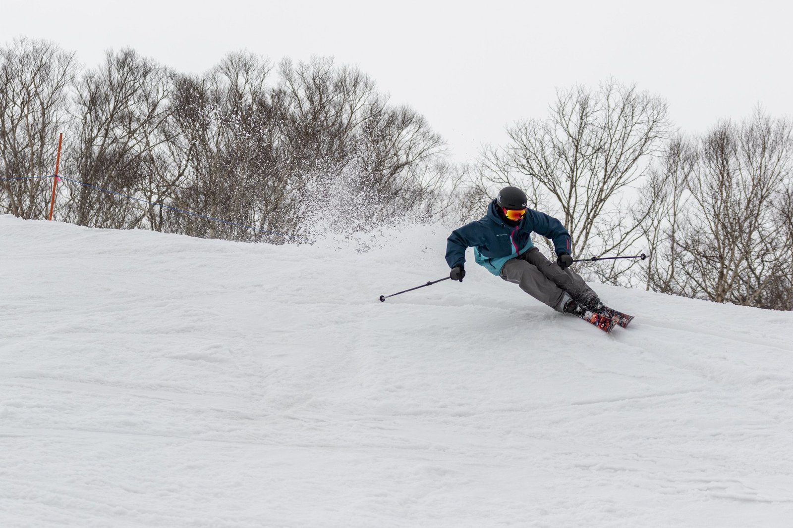 北海道でフリーライディングに挑戦する少年