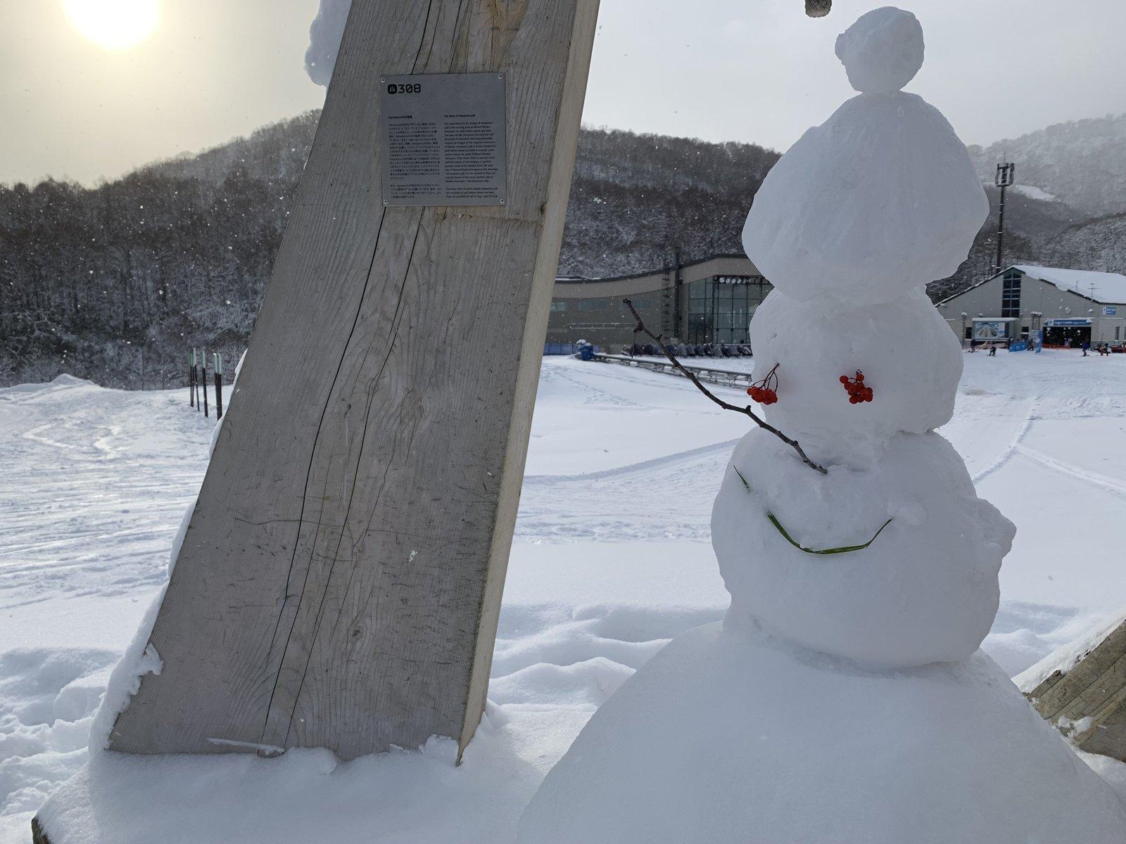 ニセコ花園スキー場の雪だるま