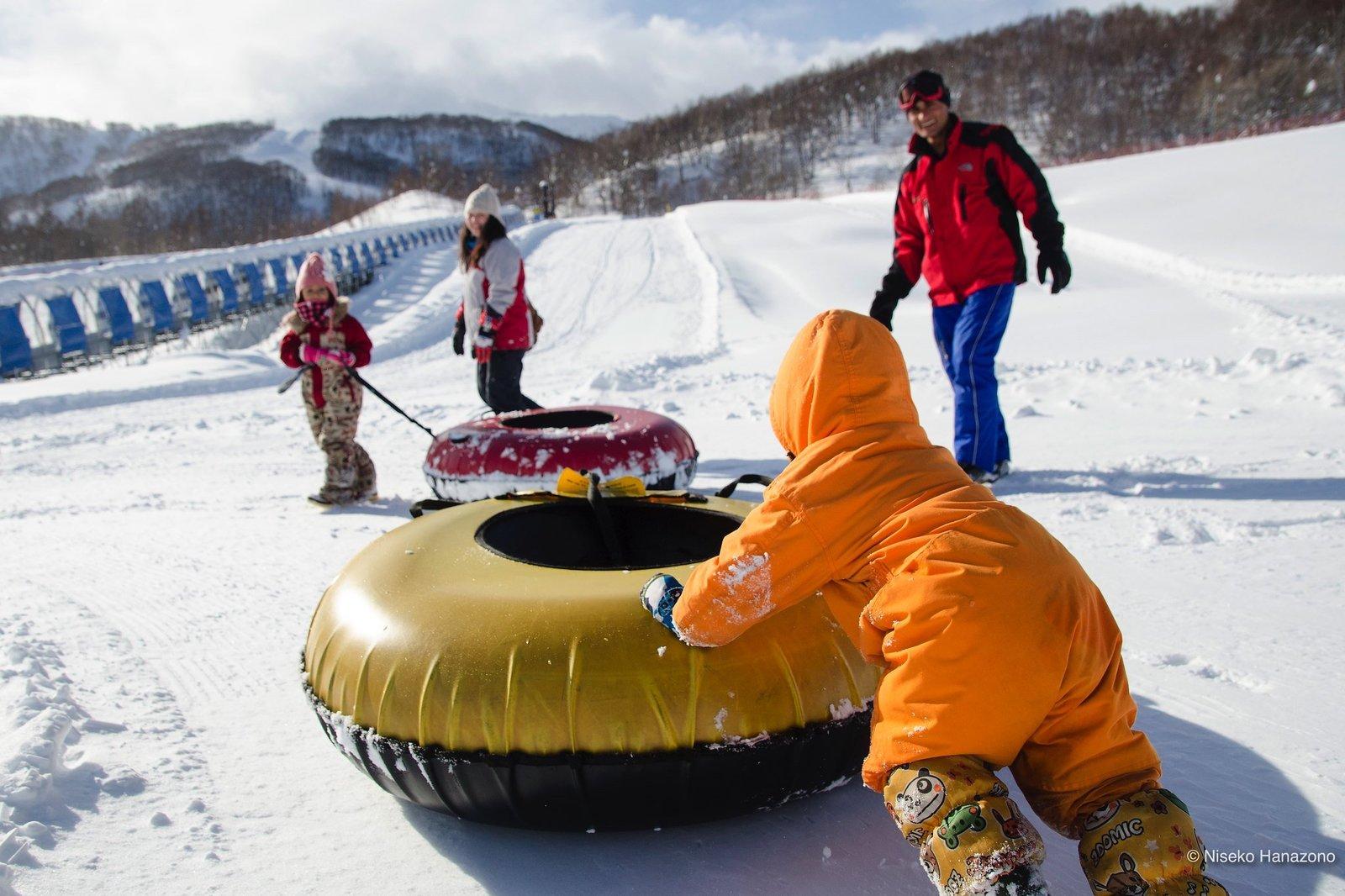 全家都能享樂的花園度假村雪地橡皮圈
