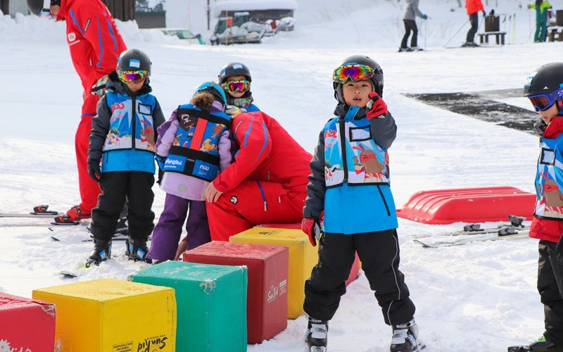 niss ski school kids in learning area