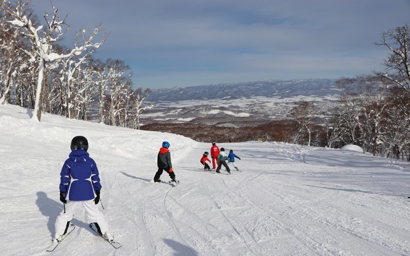 families having fun skiing at hanazono niseko
