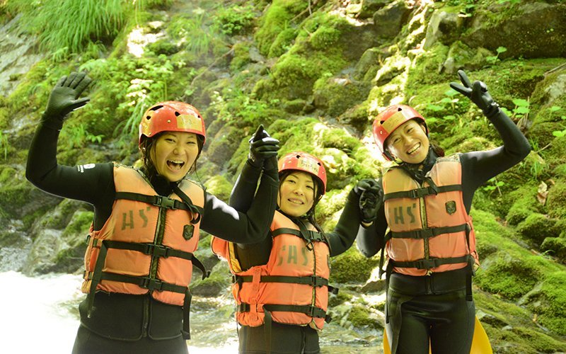 hanazono niseko canyoning happy guests