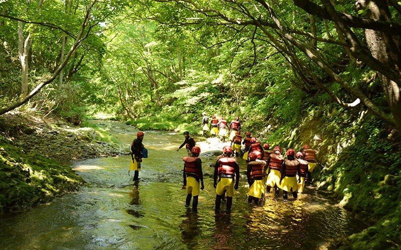 hanazono niseko canyoning river tours