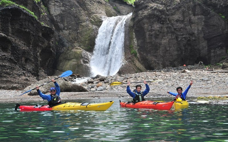 hanazono niseko sea kayaking waterfall shakotan