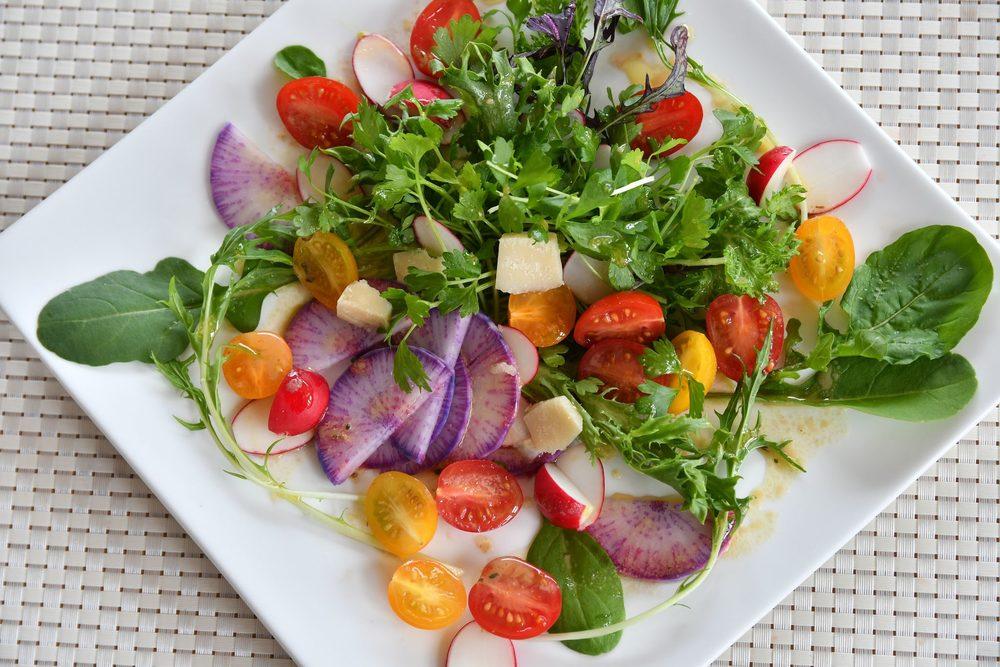 ニセコの夏野菜たっぷりのサラダ