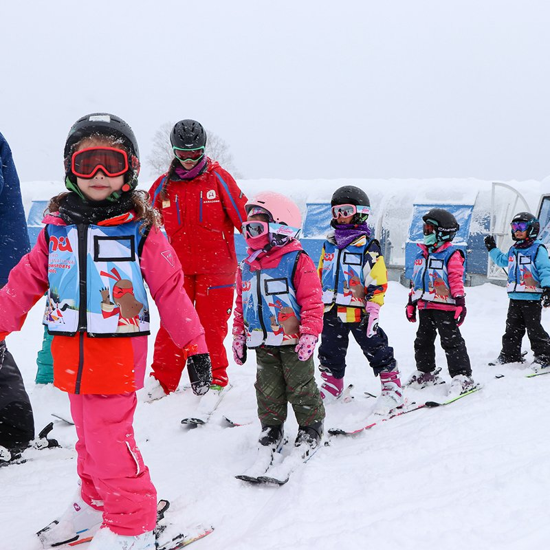 niseko sports kids ski free